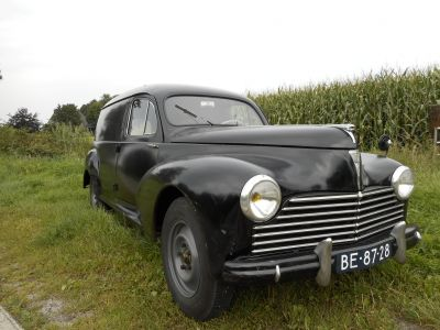 A Peugeot 203 Fourgonnette